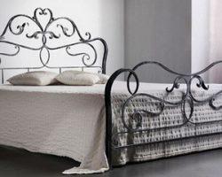 Преимущества приобретения кованых кроватей