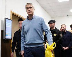 Майкл Калви: домашний арест продлен