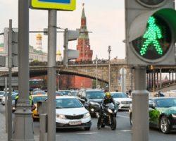 На столичных светофорах обустроят таблички с QR-кодами