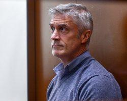 Майкл Калви оставлен судом под домашним арестом