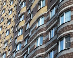 Торговля жильем: сделки с новостройками показали месячный рост