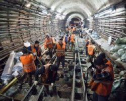 Прорабатывается вопрос увеличения зарплат строителям столичного метро