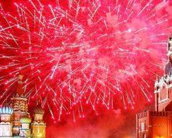 Новогодние салюты запустят в 20 парках Москвы