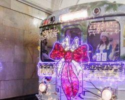 На линии столичного метро уже вышли «новогодние поезда»