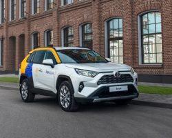 В каршеринге «Яндекса» уже доступна «Toyota RAV4»