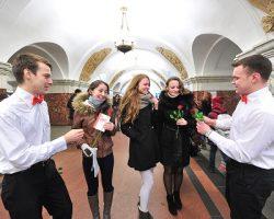 Женщины получат подарки от Московского метрополитена