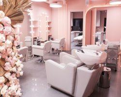 В столице и МО уже работают салоны красоты, имеющие медицинскую лицензию