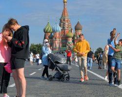 Количество туристов в столице сократилось на 52%