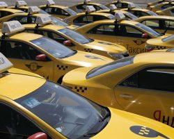 Московские сервисные агрегаторы такси испытывают нехватку водителей