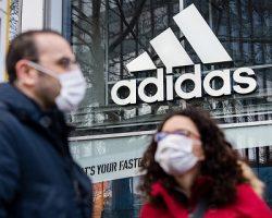 Масочно-перчаточный режим: в московском офисе «Adidas» выявлены нарушения