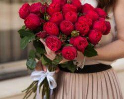 Как правильно дарить розы?