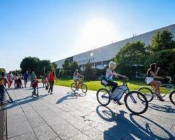 В парках Москвы начали работать пункты проката летнего спортинвентаря