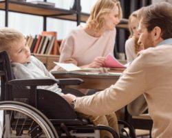 Подмосковные семьи с детьми-инвалидами  получили выплаты на школьную форму